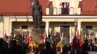 4._Poczty_sztandarowe_wokół_pomnika_Marszałka_Piłsudskiego